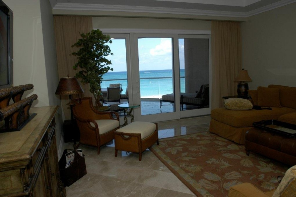 WATER'S EDGE on SEVEN MILE BEACH for rent, Seven Mile Beach Property