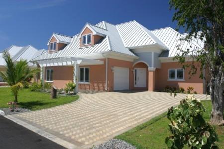 Savannah Grand - Cayman Islands Real Estate